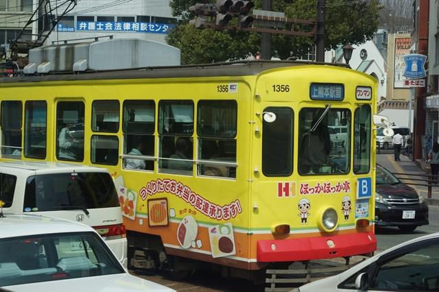 路面電車の元気さに注目、地方創生の大きな助っ人にせよ、熊本城と路面電車_d0181492_2004126.jpg