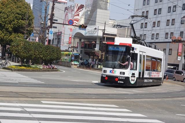 路面電車の元気さに注目、地方創生の大きな助っ人にせよ、熊本城と路面電車_d0181492_2012516.jpg