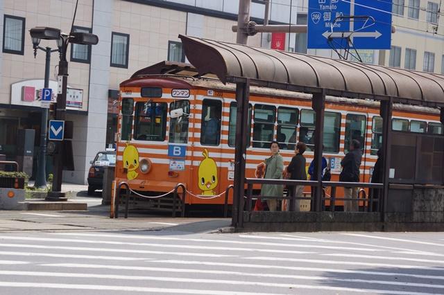 路面電車の元気さに注目、地方創生の大きな助っ人にせよ、熊本城と路面電車_d0181492_201897.jpg