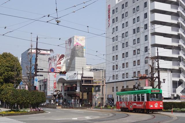 路面電車の元気さに注目、地方創生の大きな助っ人にせよ、熊本城と路面電車_d0181492_202518.jpg