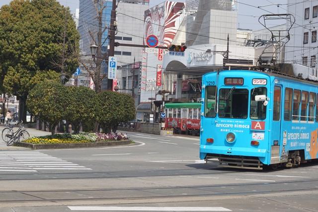 路面電車の元気さに注目、地方創生の大きな助っ人にせよ、熊本城と路面電車_d0181492_203864.jpg