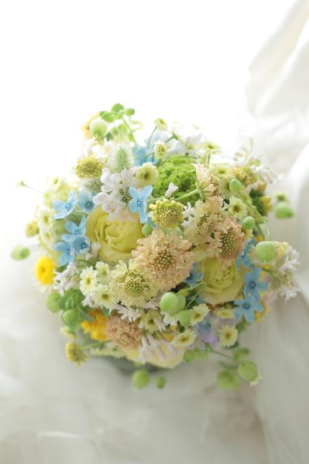 クラッチブーケ シェラトングランデ東京ベイ様へ 草花のように、黄色とクリームの花で_a0042928_19305024.jpg