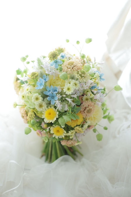 クラッチブーケ シェラトングランデ東京ベイ様へ 草花のように、黄色とクリームの花で_a0042928_19325663.jpg