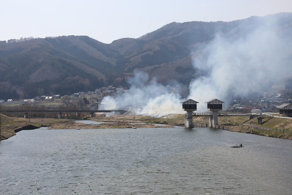 河川の野焼きに_c0111229_18594979.jpg