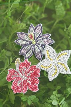 メタルビーズ お花のミニバッジ 3 _b0048834_13391947.jpg