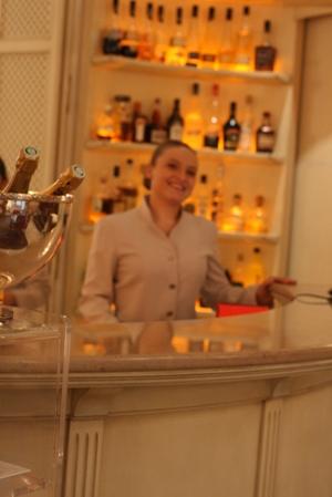 Paris 私のお気に入り ~ホテル サロン・ド・テ編~ 「Hôtel Le Bristol Paris」_c0138180_12281753.jpg