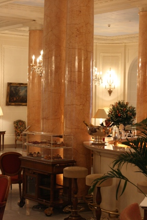 Paris 私のお気に入り ~ホテル サロン・ド・テ編~ 「Hôtel Le Bristol Paris」_c0138180_1228237.jpg