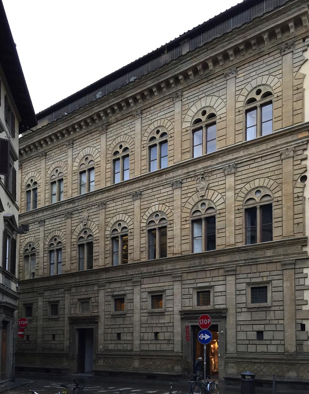 パラッツォ・ルチェッライ  フィレンツェ Firenze_e0127948_19102943.jpg