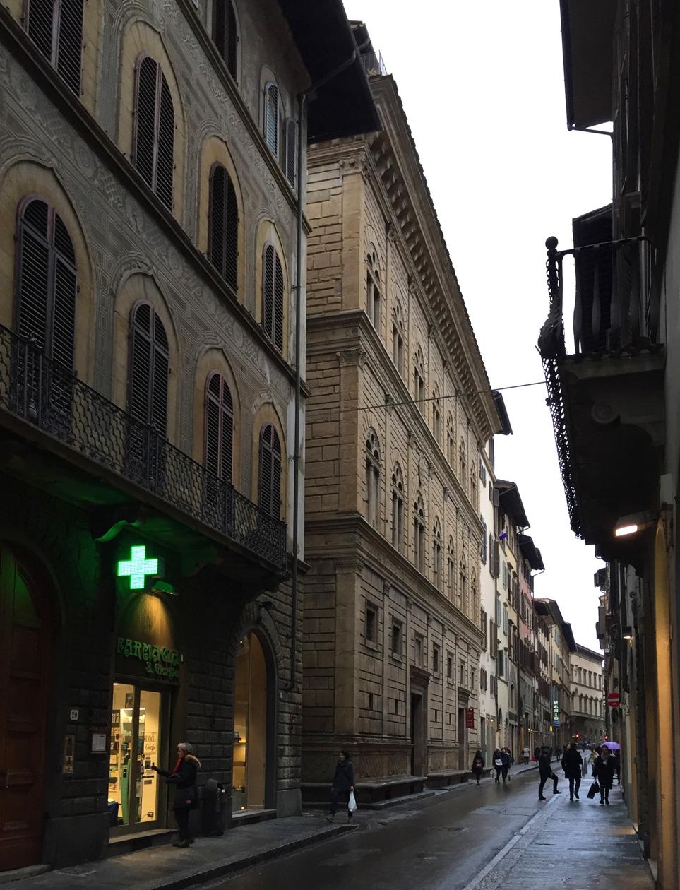 パラッツォ・ルチェッライ  フィレンツェ Firenze_e0127948_19104462.jpg