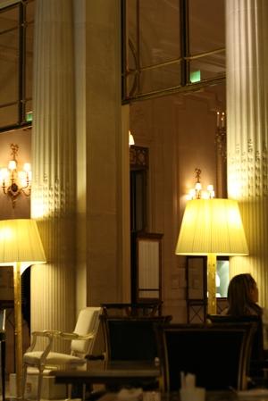 Paris 私のお気に入り ~ホテル サロン・ド・テ編~ 「Hotel Le Meurice 」_c0138180_19505374.jpg