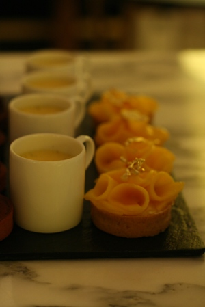 Paris 私のお気に入り ~ホテル サロン・ド・テ編~ 「Hotel Le Meurice 」_c0138180_19515552.jpg