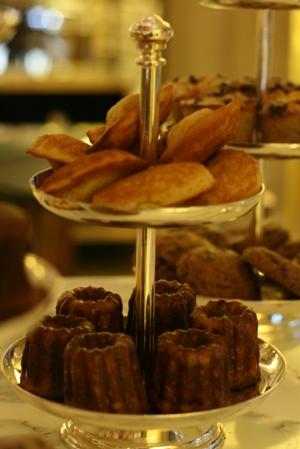 Paris 私のお気に入り ~ホテル サロン・ド・テ編~ 「Hotel Le Meurice 」_c0138180_19532860.jpg