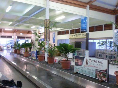 旅日記 クック諸島 2012MAY その9   アヴァルア国際空港_f0059796_13385912.jpg