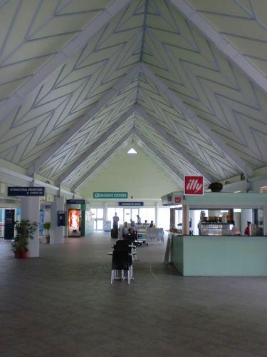 旅日記 クック諸島 2012MAY その9   アヴァルア国際空港_f0059796_1340583.jpg