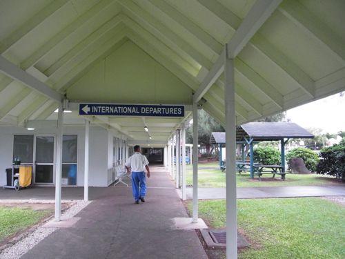 旅日記 クック諸島 2012MAY その9   アヴァルア国際空港_f0059796_1341486.jpg