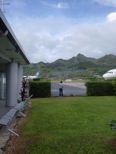 旅日記 クック諸島 2012MAY その9   アヴァルア国際空港_f0059796_13425466.jpg