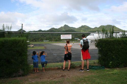 旅日記 クック諸島 2012MAY その9   アヴァルア国際空港_f0059796_13435586.jpg