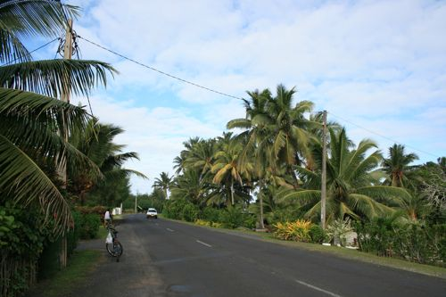 旅日記 クック諸島 2012MAY その17 ラロトンガでサイクリング_f0059796_17354473.jpg