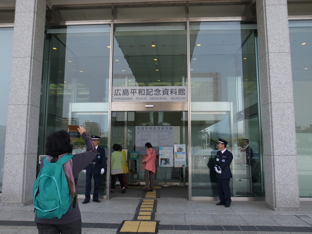 広島平和記念資料館~広島護国神社_f0197703_10142927.jpg