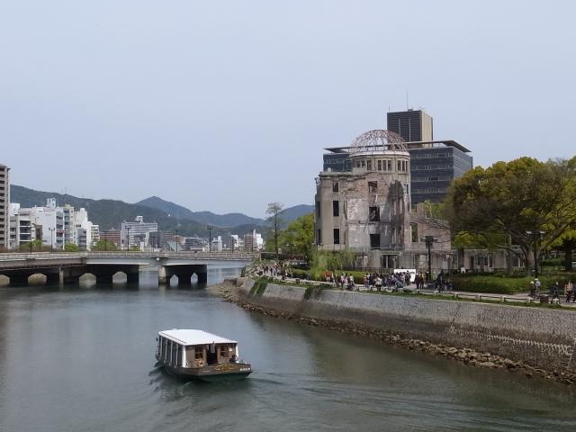 広島平和記念資料館~広島護国神社_f0197703_1026227.jpg