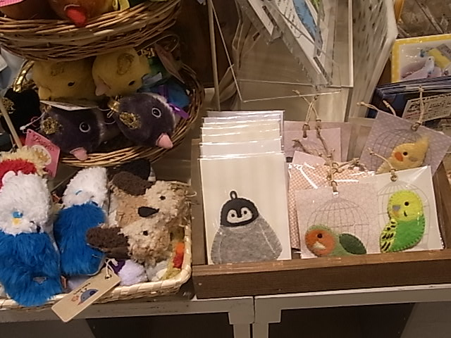 東急ハンズ梅田店「インコと鳥の雑貨展」ディスプレイ変更、新作到着_d0322493_1381886.jpg