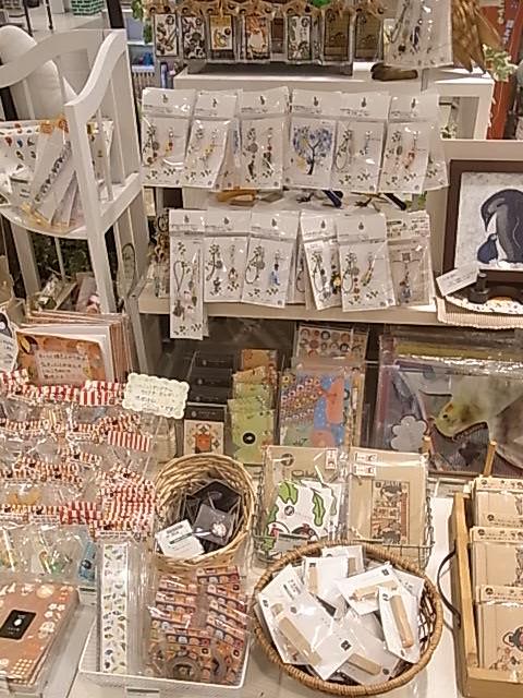 東急ハンズ梅田店「インコと鳥の雑貨展」ディスプレイ変更、新作到着_d0322493_138242.jpg