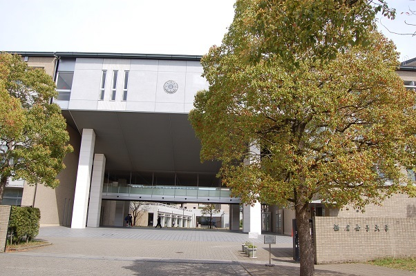 なつかしく温かい第二の故郷 母校の図書館へ_e0071324_08394742.jpg