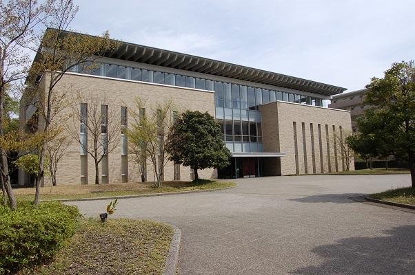 なつかしく温かい第二の故郷 母校の図書館へ_e0071324_08402087.jpg
