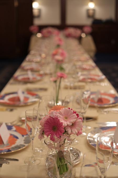 春の装花 ガーベラ シェ松尾青山サロン様へ と母の日休止のお知らせ_a0042928_2214494.jpg