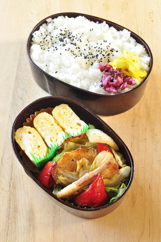 味噌炒め弁当とスイミング弁当_b0171098_8392060.jpg