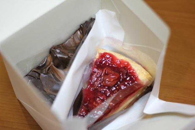 *スタバ* 〜チェリーパイ/チョコレートケーキ〜_f0348831_08141710.jpg