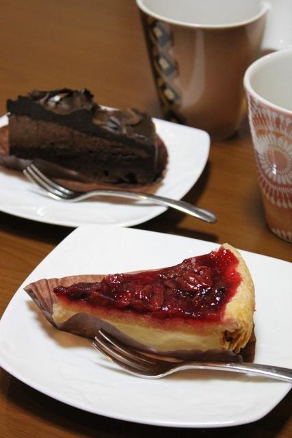 *スタバ* 〜チェリーパイ/チョコレートケーキ〜_f0348831_08231002.jpg
