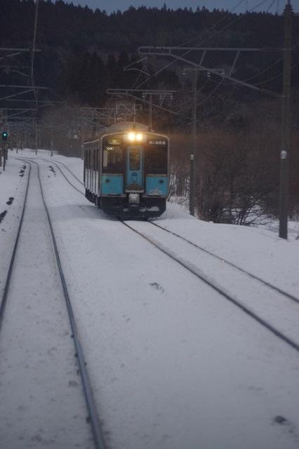 藤田八束の北国の列車を訪ねる旅:北国の列車たち、極寒風雪の中で頑張っています_d0181492_1741988.jpg