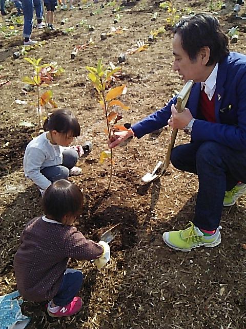 「植樹体験」/文:ルー大柴_a0083222_18514492.jpg