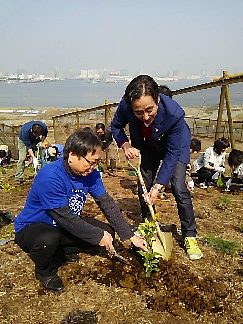 「植樹体験」/文:ルー大柴_a0083222_18515100.jpg