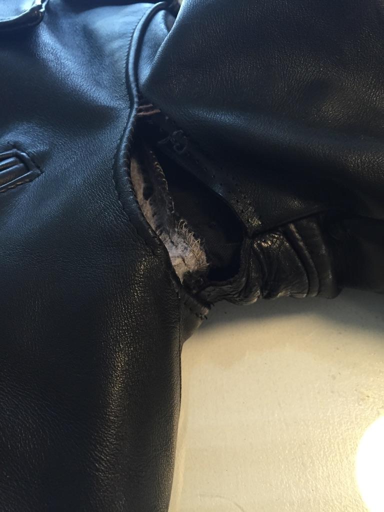 革ジャン破れ 縫い直し ホツレ_b0178425_18472286.jpg