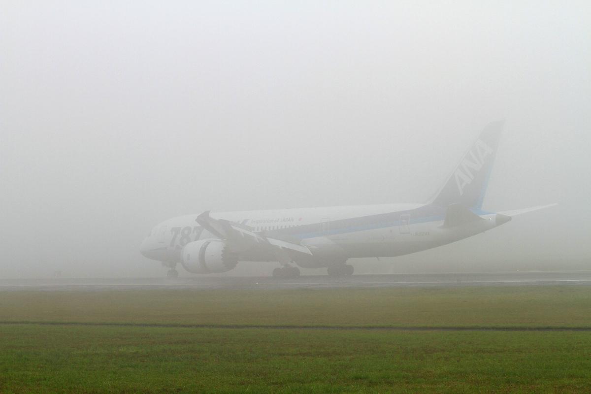 昨日の熊本飛行場。_b0044115_8123889.jpg