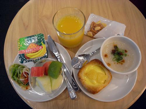 KLMオランダ航空のビジネスクラス 機内食とデルフト焼のミニチュアハウス_f0117059_153357.jpg
