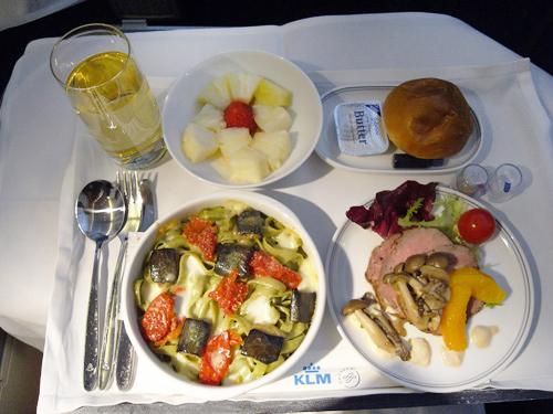 KLMオランダ航空のビジネスクラス 機内食とデルフト焼のミニチュアハウス_f0117059_15413780.jpg