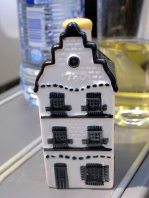 KLMオランダ航空のビジネスクラス 機内食とデルフト焼のミニチュアハウス_f0117059_15415320.jpg