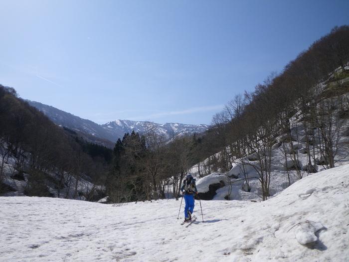 県境稜線の栂峰を目指すも撤退 ~ 2015年4月19日_f0170180_1321848.jpg