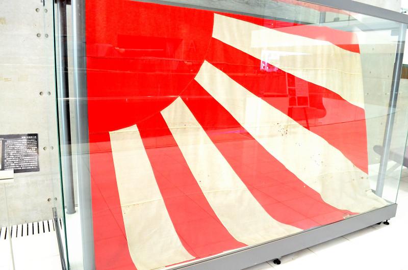 戦艦長門の軍艦旗が大和ミュージアムにある理由:石坂浩二さんがゲットして寄贈。_e0171614_1127202.jpg