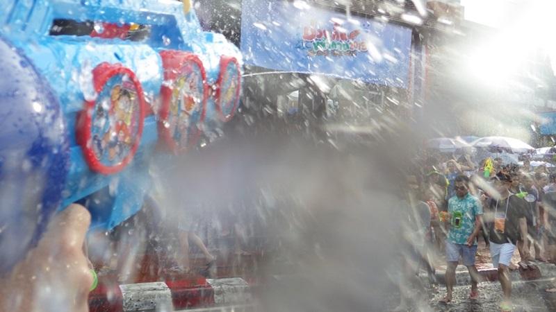 ソンクラーン2015,1日で十分や☆チェンマイ,タイ_e0182138_1226970.jpg