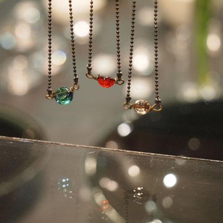 高城加世子さんの陶のトランプ入りガラスネックレス_b0322280_21473420.jpg