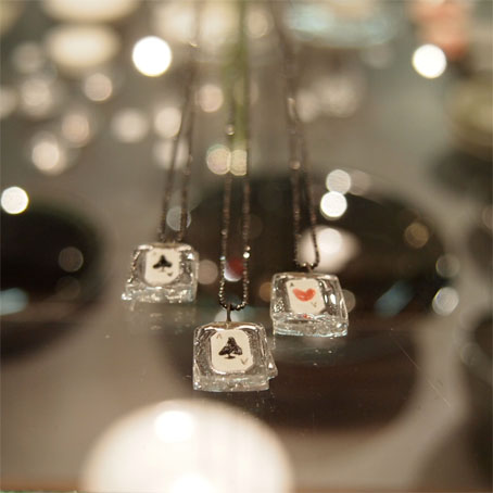 高城加世子さんの陶のトランプ入りガラスネックレス_b0322280_21476100.jpg