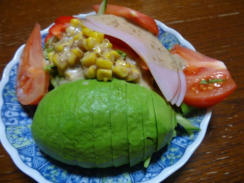 アボカドハムサラダ、根菜の煮物、カレーライス、キムチ納豆、菜の花のお浸し、叉焼麺です。_c0225997_437426.jpg