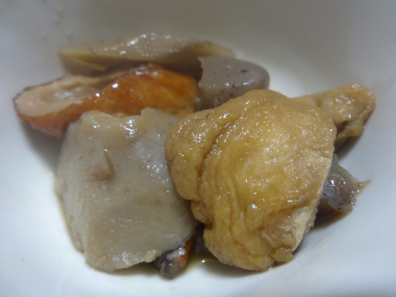 アボカドハムサラダ、根菜の煮物、カレーライス、キムチ納豆、菜の花のお浸し、叉焼麺です。_c0225997_4452091.jpg
