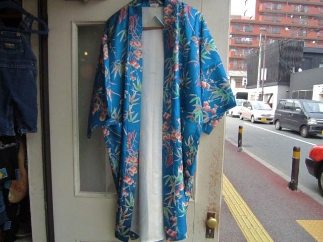 春っぽい爽やかな青色のトップス_a0182112_18443991.jpg