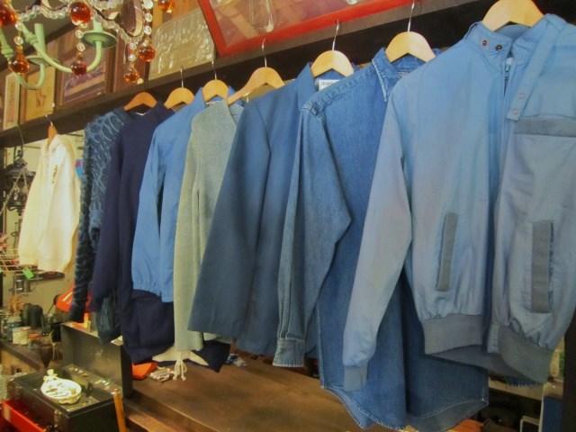 春っぽい爽やかな青色のトップス_a0182112_18561462.jpg