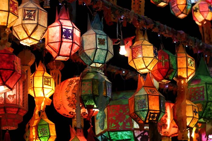 ロイクラトン 祭り チェンマイ 夜のお寺_e0141982_544856.jpg